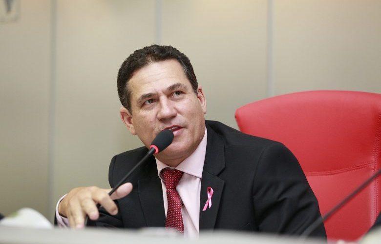 Maurão de Carvalho reivindica asfalto para Chupinguaia