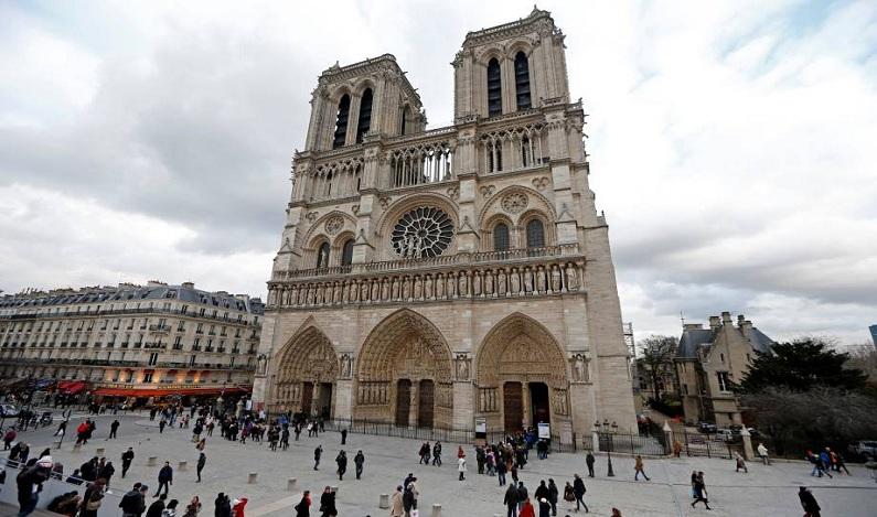 """Agressor gritou """"Isto é pela Síria"""" antes de ataque em Paris"""