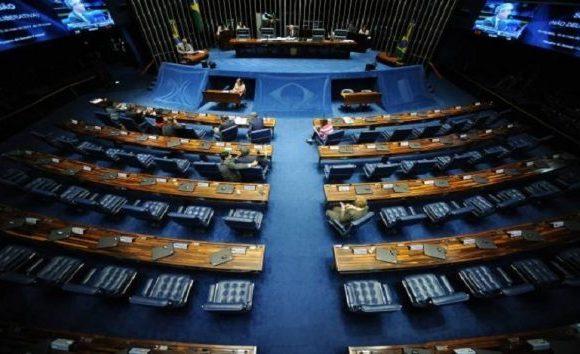 Comissão do Senado aprova participação de estrangeiro em eleições