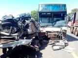 Reboque se solta de caminhão e atinge ônibus e carreta na BR-364