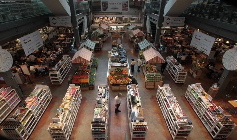 Procon-SP constata irregularidades na cozinha de 13 restaurantes; 7 mantinham produtos vencidos
