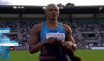 Peruca de medalhista olímpica cai após salto em distância; vídeo