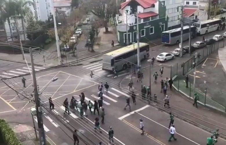 Vídeo: corintiano morre em briga de torcidas em Curitiba