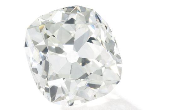 Diamante comprado por R$ 42 em feira de usados é arrematado por R$ 2,8 milhões