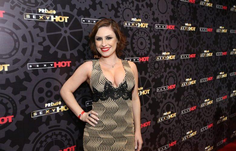"""Emmie White ganha o Prêmio Sexy Hot, o """"Oscar"""" do pornô brasileiro"""