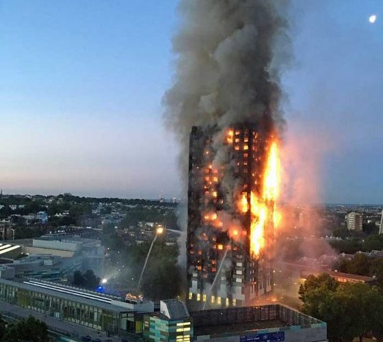 Incêndio atinge prédio de 24 andares e deixa 6 mortos e 50 feridos em Londres