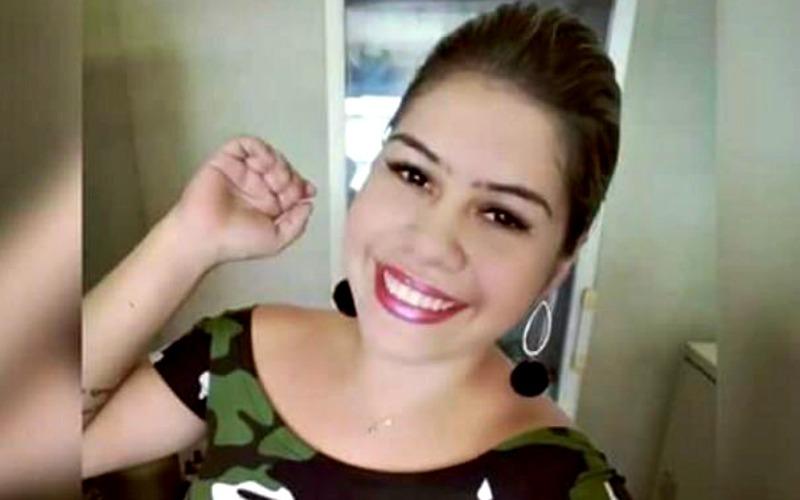 Por ciúmes, mulher é morta à golpes de terçado na frente da filha de 4 anos