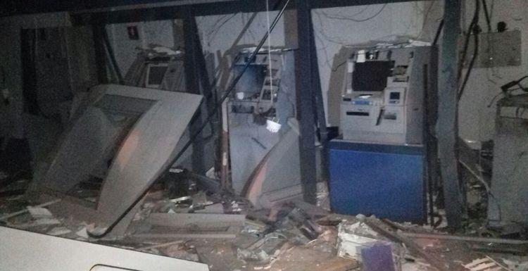 Criminosos fecham cidade, explodem caixas eletrônicos e trocam tiros com a polícia