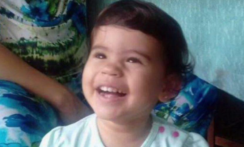 Bebê morre afogada ao cair em piscina na casa da avó