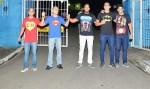 Policiais presos durante greve no ES saem do quartel com camisas de super-heróis