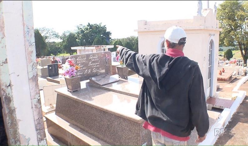 Homem mora há 11 anos dentro de túmulo abandonado em cemitério no Paraná