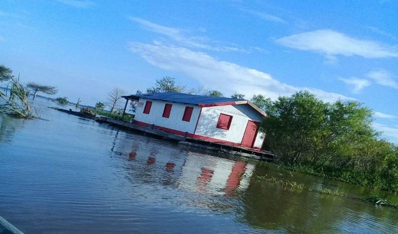 Casa flutuante é roubada no Amazonas e polícia pede ajuda para achar residência