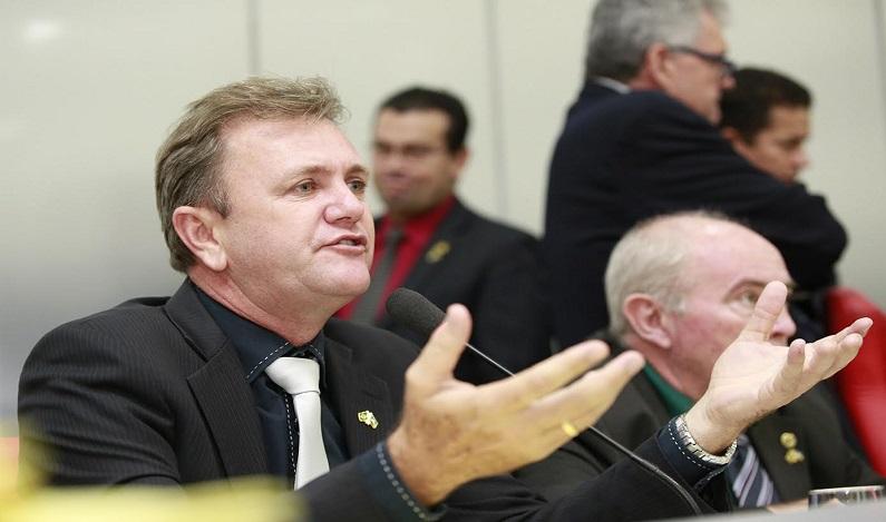 Luizinho Goebel pede que governo absorva custo de servidores cedidos às prefeituras