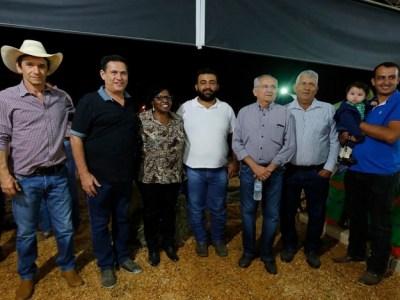 Maurão de Carvalho visita escola em Jaru e prestigia abertura da Expovale