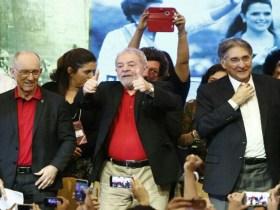 Lula chega à sede do PT em SP para se pronunciar sobre condenação