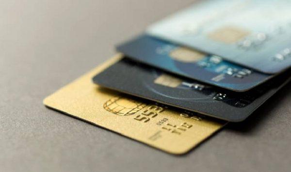 Juro do cartão de crédito rotativo sobe de novo em julho para cerca de 400% ao ano