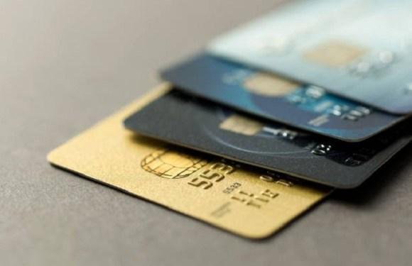 Está triste? A tendência é você gastar mais; e as operadoras de crédito já adotam medidas, ao menos nos EUA