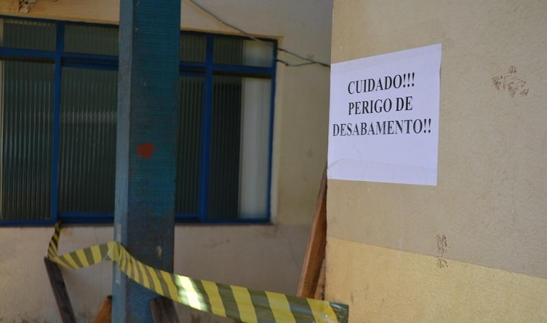 Com alerta de 'Cuidado, risco de desabar', policlínica continua a atender em Porto Velho