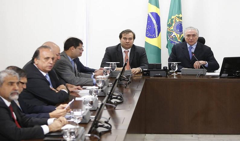 Governo federal libera R$ 700 milhões e admite até abastecer viatura no Rio