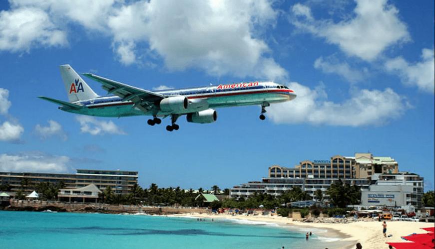 Mulher morre após ser derrubada por rajada de vento de avião no Caribe