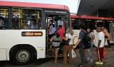 Menina de 13 anos tenta assaltar ônibus e esfaqueia motorista no DF