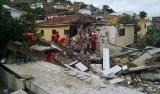 2 corpos são encontrados em escombros de prédio que desabou em PE