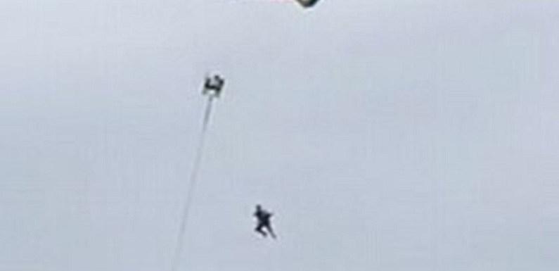 Turista se desprende de parapente e morre ao cair no mar; veja vídeo