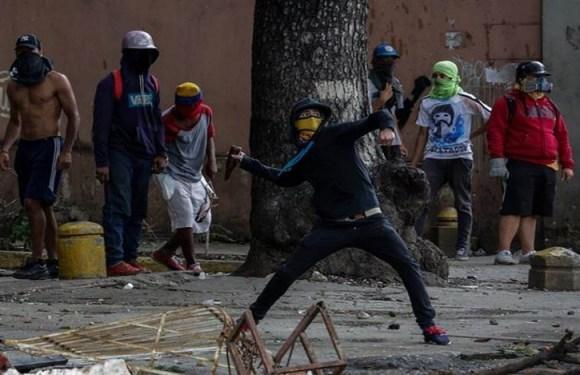 Protestos contra governo Maduro matam 100 pessoas na Venezuela