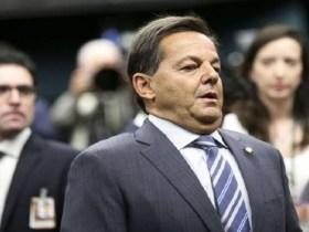 Líder do PMDB na Câmara avalia retirar Sergio Zveiter da CCJ