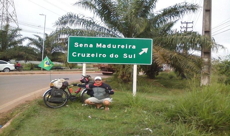 Ciclista do DF pedala quase 3 mil km em menos de um mês para conhecer namorada no interior do Acre
