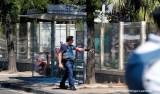 Homem avança contra dois pontos de ônibus no sudeste da França e deixa um morto e um ferido