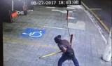 Homem ataca moradores de rua com barra de ferro em SP; vídeo