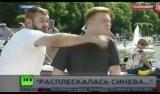 Repórter leva soco durante transmissão ao vivo em Moscou; vídeo