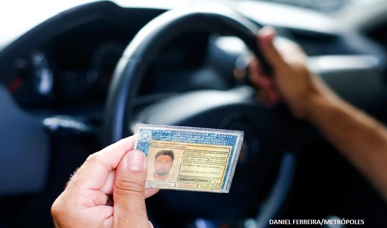 Obtenção da carteira de motorista pode começar três meses antes dos 18 anos