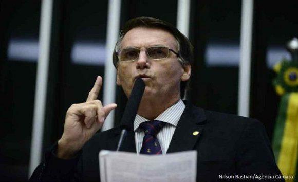 Após empate, pedido de vista suspende ação contra Bolsonaro no STF