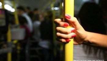 Resultado de imagem para homem flagrado ejaculando sobre mulheres em ônibus