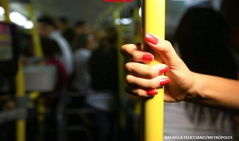 Homem com 5 passagens por estupro e que ejaculou em mulher no ônibus é solto em SP