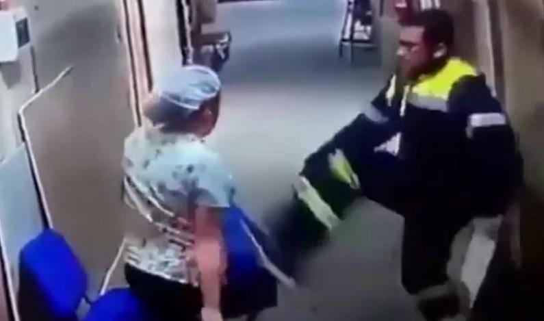 Após discussão, paramédico chuta a barriga de enfermeira grávida em hospital; vídeo