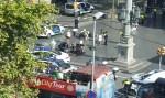 Van atropela multidão em Barcelona