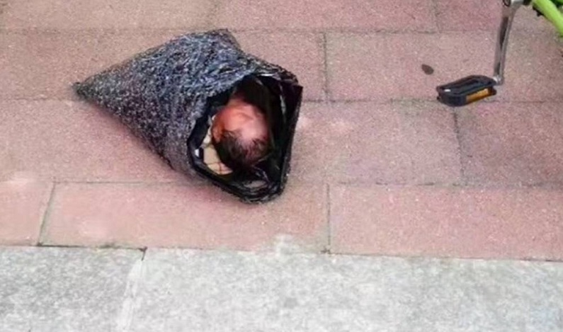 Chinesa tenta enviar filha recém-nascida a orfanato pelo correio