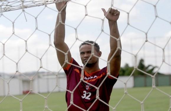 Justiça autoriza goleiro Bruno a dar aulas de futebol fora da cadeia
