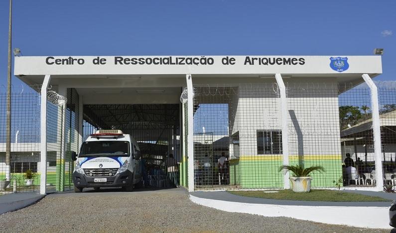 Detentos serram grades e fogem de presídio inaugurado há uma semana em RO