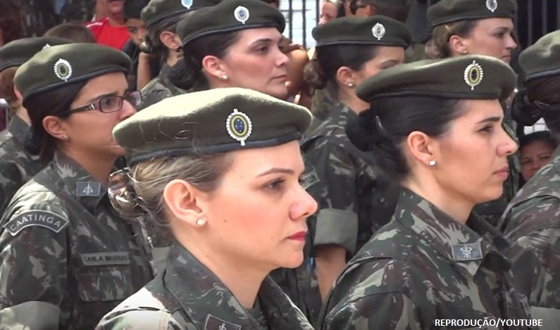 Exército brasileiro treina mulheres para o combate
