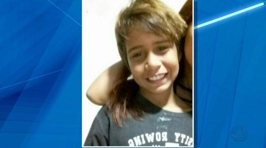 Menino de 9 anos que estava desaparecido foi estuprado por professor e adolescentes e esquartejado duas vezes