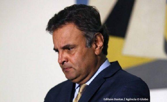 Aécio diz que Tasso fica na presidência do PSDB até dezembro