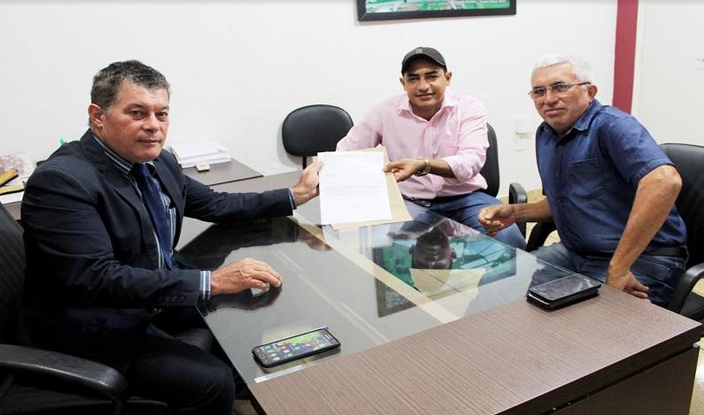 Edson Martins garante recursos para aquisição de kits de fanfarra