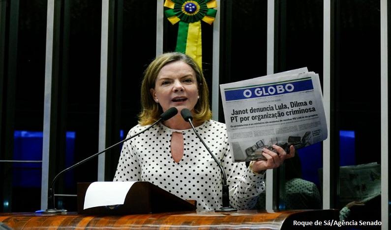 Gleisi acusa jornal de tentar vincular foto de malas de dinheiro ao PT