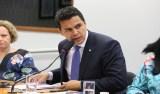 Comissão rejeita inclusão de mensagem contra abuso sexual em livro didático