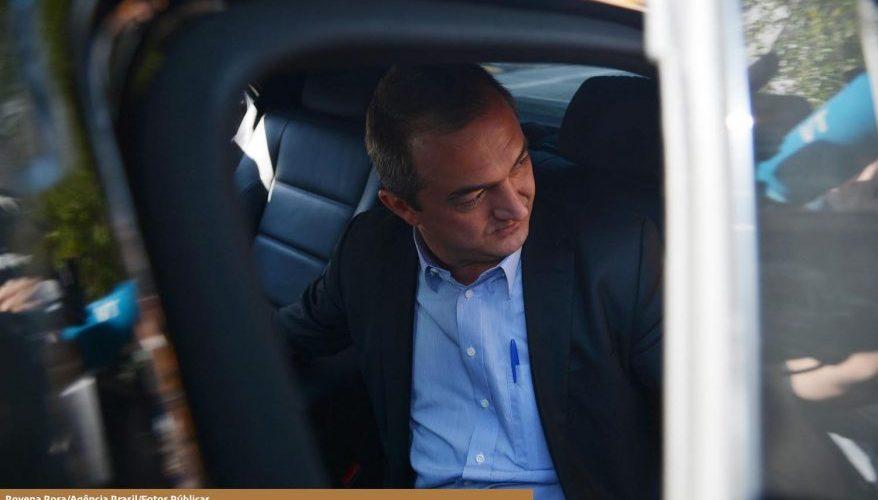 Sem prazo para deixar a cadeia, Joesley Batista deixa a PF em Brasília e é conduzido a São Paulo