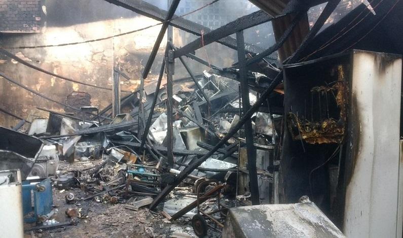 Incêndio atinge casa de refrigeração em Porto Velho